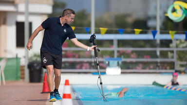 Paul Newsome coaching a swimmer