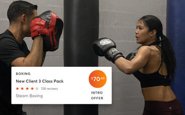 Boxing training with a pop-out of an intro offer in the MINDBODY App